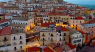 θα δεχόσουν 2000 ευρώ για να μείνεις σε μια μικρή ιταλική πόλη;