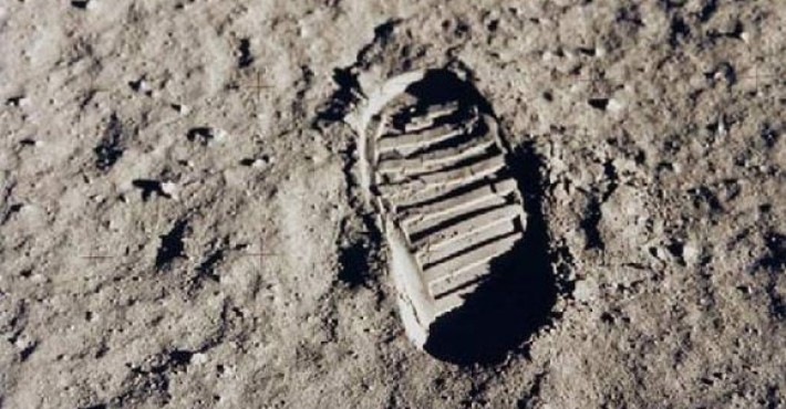 Χάθηκε το πρώτο βήμα στο φεγγάρι
